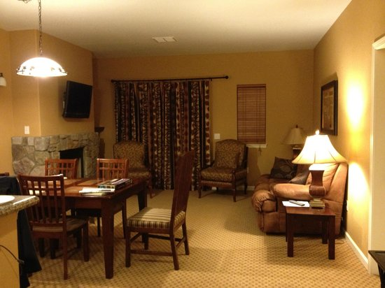 1862 David Walley's Hot Springs Resort and Spa: Livingroom in newer 1 bedroom units