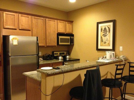ديفيد واليز هوت سبرينجز ريزورت: Kitchen in newer I bedroom units