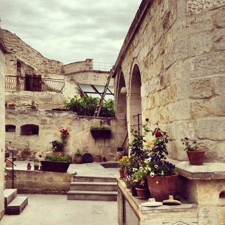 Aydinli Cave Hotel: Pretty corner outside room 13