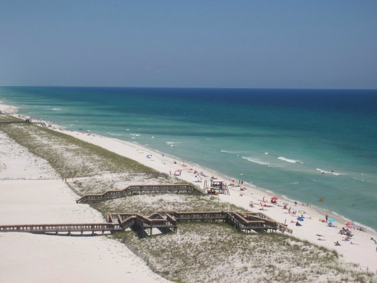 Summerwind Resort: white sand and teal blue water