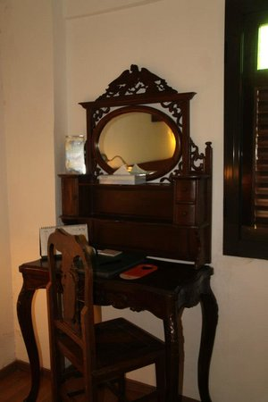 Hotel Puri: Dresser in the superior double room