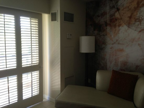 Renaissance Indian Wells Resort & Spa: Side of room