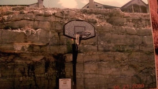 Westgate Branson Lakes Emerald Pointe: this is where you play basketball???
