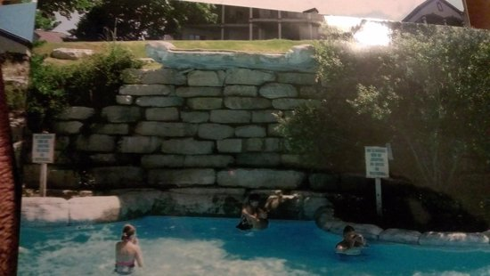 Westgate Branson Lakes Resort: nice waterfall..lol