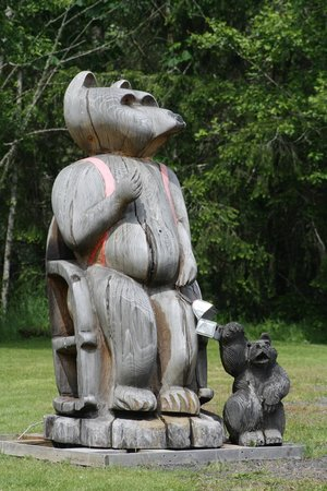 Patty's Place at 19 Mile House : woodcarving