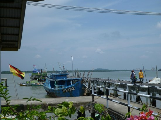 Muara Tebas Seafood Restaurant : View of the sea from the restaurant