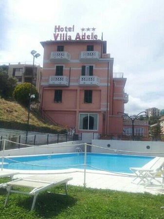 Villa Adele: vista dalla piscina