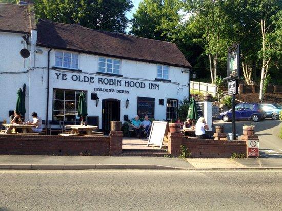 Ye Olde Robin Hood Inn: People enjoying a drink