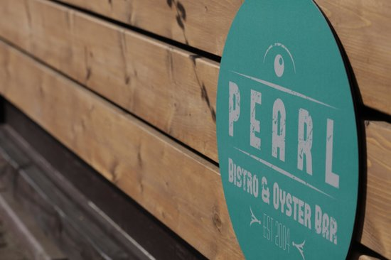 Pearl Bistro & Oyster Bar: Pearl Patio