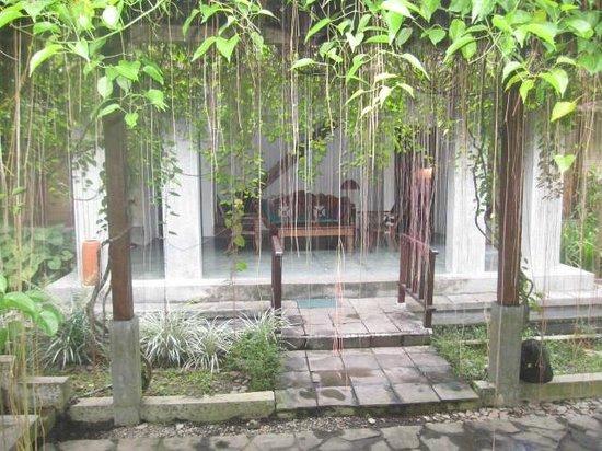 Ubud Villas and Spa : Entrance to Villa