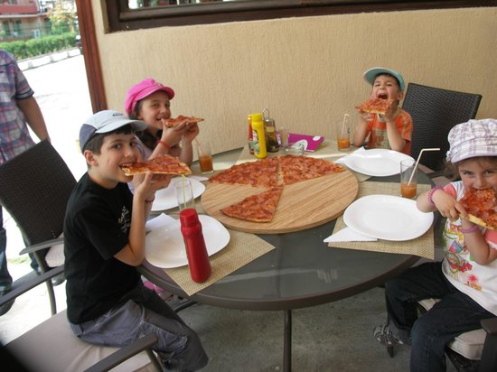 Lapa Lapa: Kids and pizza
