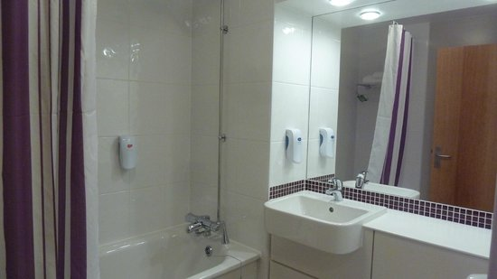 Premier Inn London Southwark (Tate Modern) Hotel: Bathroom