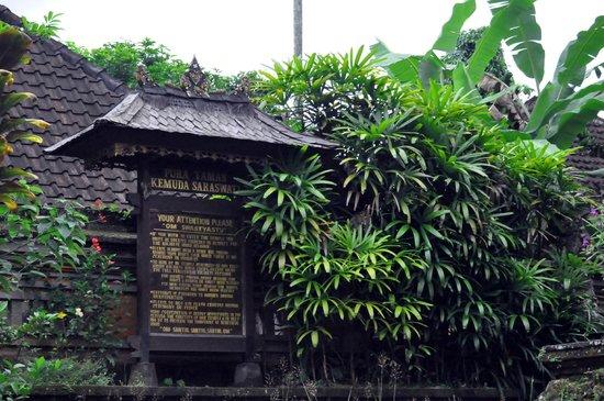 Saraswati Temple: Pura Taman Kemuda Saraswati, Ubud