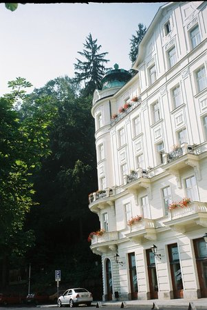 karlovy vary big and beautiful singles The best holidays for single travellers visits to the spa town of karlovy vary if you are short on time and money but want a big adventure.