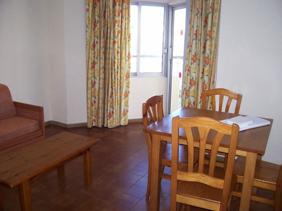 Middle of pool picture of apartamentos murillo salou salou tripadvisor - Apartamentos murillo salou ...