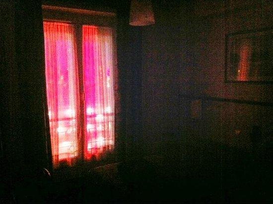 Hotel Kuntz: Ambiance roman de gare ...
