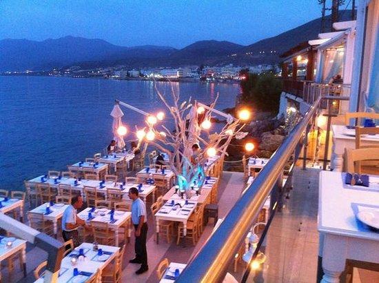 Village Heights Golf Resort: Restaurant La Scala op de kustdijk van New Chersonissos