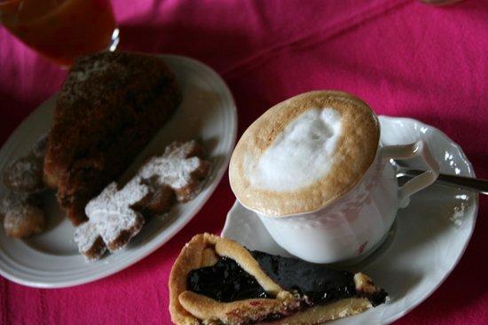 B&B Nonna Du: Cappuccino con tanta schiuma!!