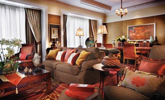 โรงแรมโฟร์ซีซั่นส์: Ambassador Suite - Living Room