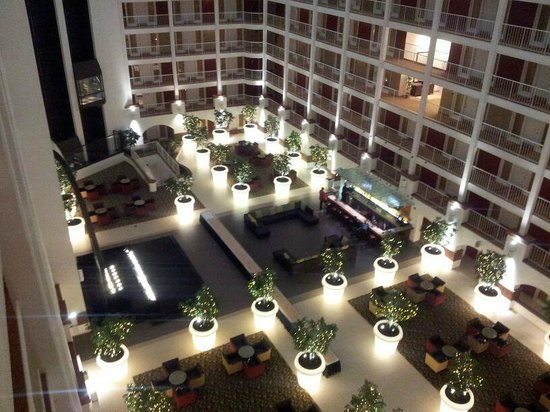 HoteLumiere : VESTÍBULO DEL HOTEL. VISTA DESDE LA PUERTA DE LA HABITACIÓN