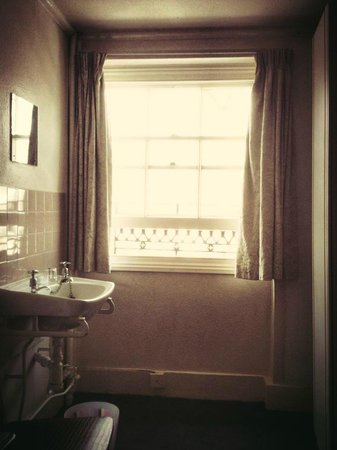 Hyde Park Rooms Hotel : Single room 9 (shared bath)