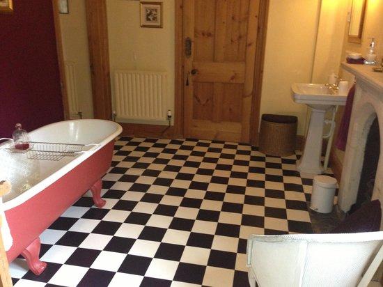 Lullington House: Bathroom of Waldegrave room