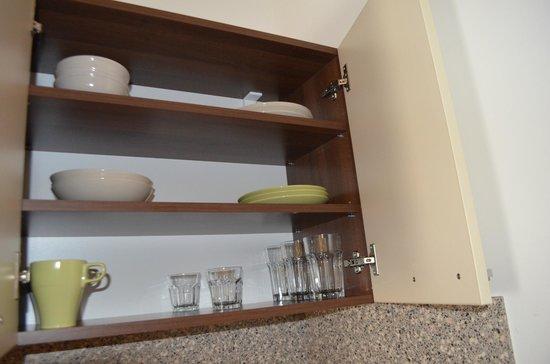 Melrose Apartments: мини-кухня