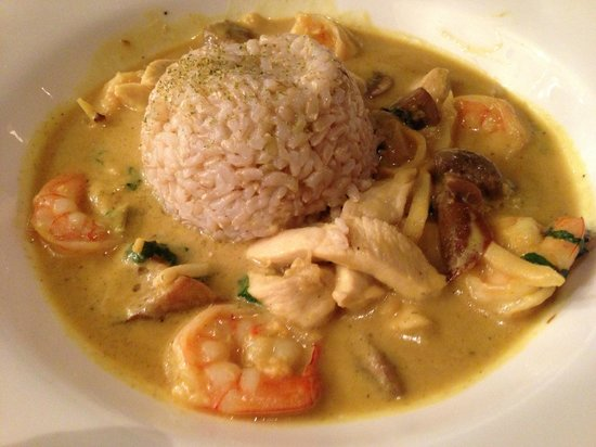 Red Ginger : Chicken and Shrimp Curry with brown rice. Delicious.