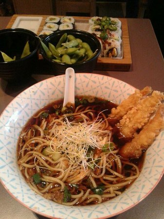 Makisu : Shrimp tempura ramen with sushi and edamame in the background