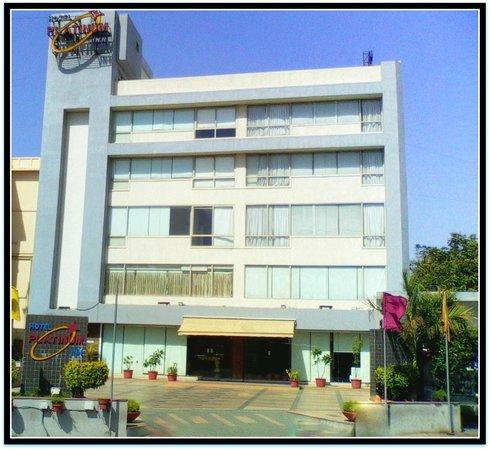 Platinum Inn Hotel: Hotel Exterior