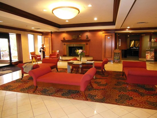 DoubleTree by Hilton Hotel Cleveland-Independence: Lobby area