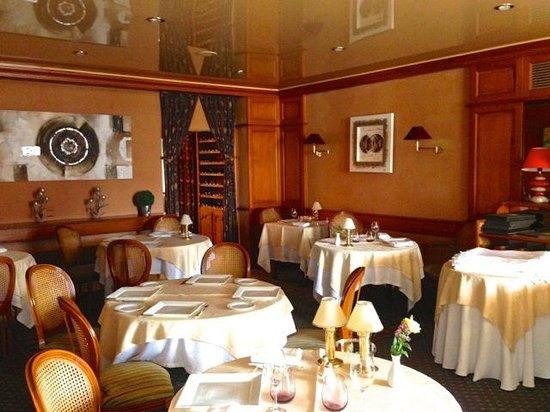 Le Gue du Holme : Restaurant view