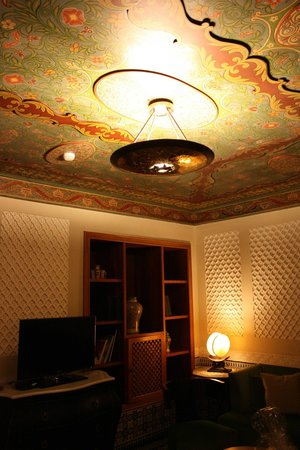 Palais Faraj Suites & Spa: the beautiful ceiling in our room