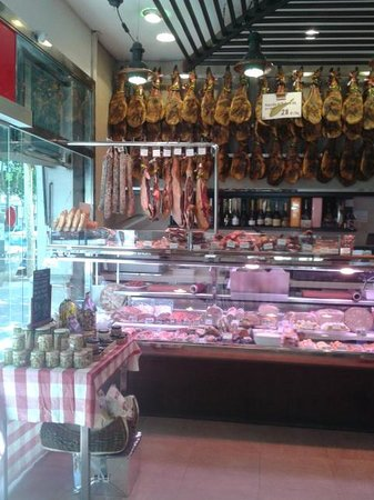 Jamon Jamon: the store entrance, facing the jamons!!