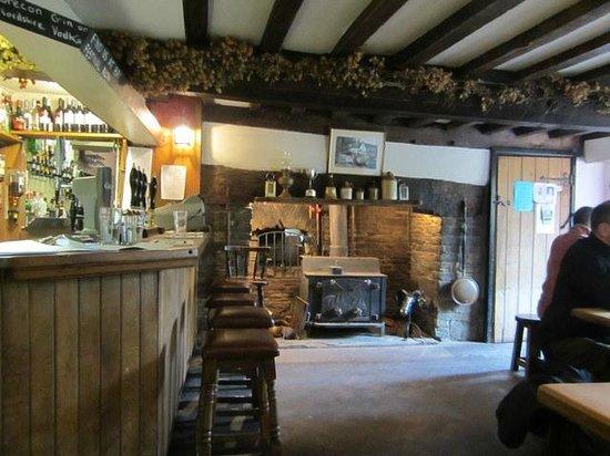 The Bridge Inn - Michaelchurch Escley: The bar at The Bridge Inn. A quiet lunchtime.