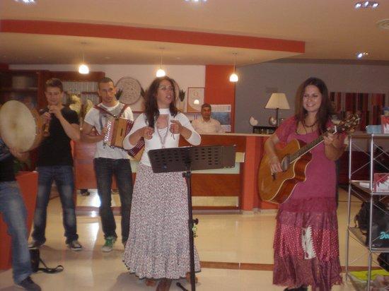 """Albania Hotel : In hotel con """"la Pizzica"""""""