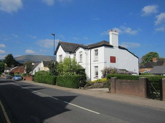 Park Guest House: Approaching on the Hereford road. The Blorenge in the distance