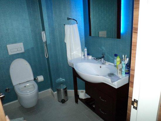 Grand Zaman Beach Hotel: bathroom