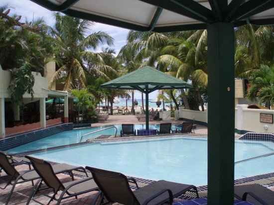 Atrium Beach Resort and Spa: Pool area