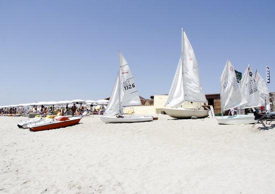NIRVANA Club Village: Panoramica della spiaggia e del Centro Nautico