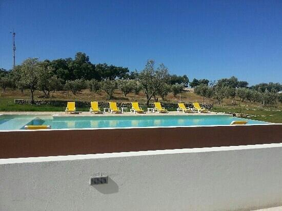 Alpalhao, Portogallo: piscina vista do quarto.