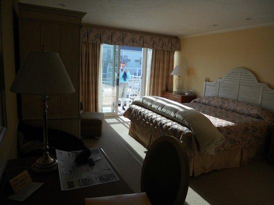 Anchor In Hotel: chambre avec baie vitrée et balcon