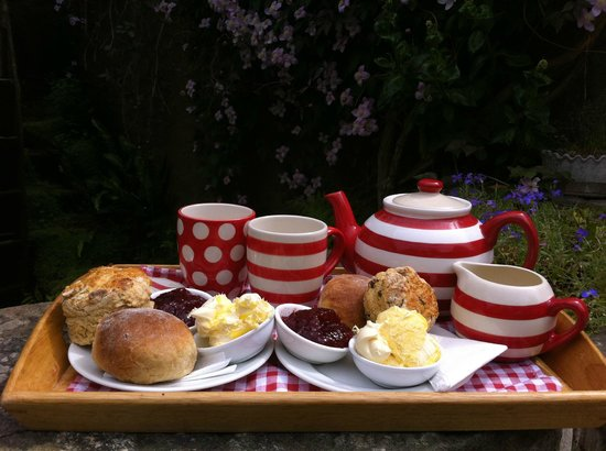 Ilfracombe, UK: The Millers wife cream Tea with plain scone Devonshire split and fruit scone