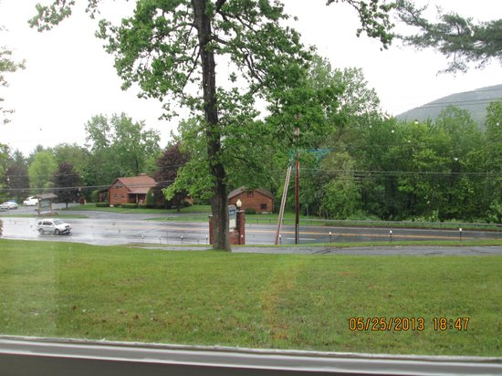 Lake George NY Travelodge: I paid extra for this room with a  view, right!