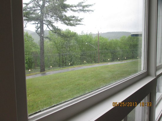 Lake George NY Travelodge: if you suck your face up against the window you can see a mountain top