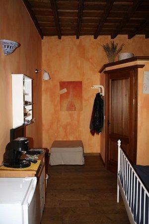 Piazzetta Consolata: Vista dall'ingresso della camera