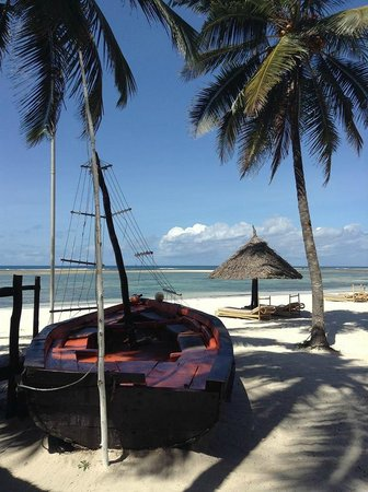 Diani Reef Beach Resort & Spa: Tempted to sail
