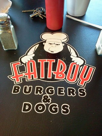 Fattboy Burgers & Dogs : Unexpectedly high quality, even in the decor