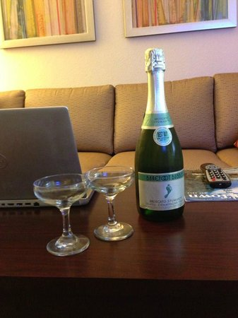 SpringHill Suites Manchester-Boston Regional Airport: Champagne delivered to our room because we were on our honeymoon!