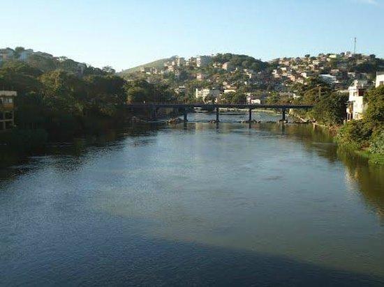 Cachoeiro De Itapemirim: Rio Itapemirim atravessando o centro de Cachoeiro - ES